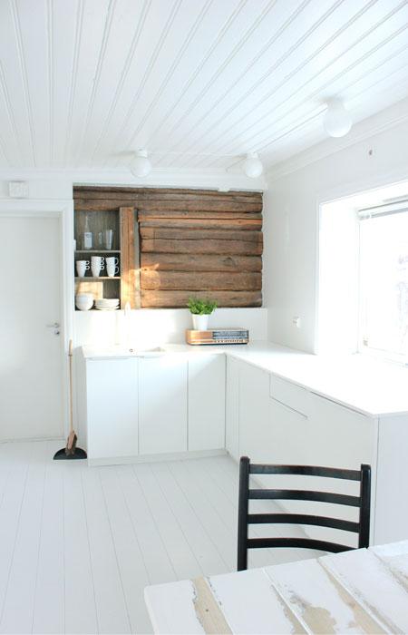 4: Prioriter en robust benkeplate og god benkeplass. Underlimt vask og benkeplate som går helt ut i vinduskarmen letter rengjøringen. Det er kjekt med store flater både til baking og som serveringssone.