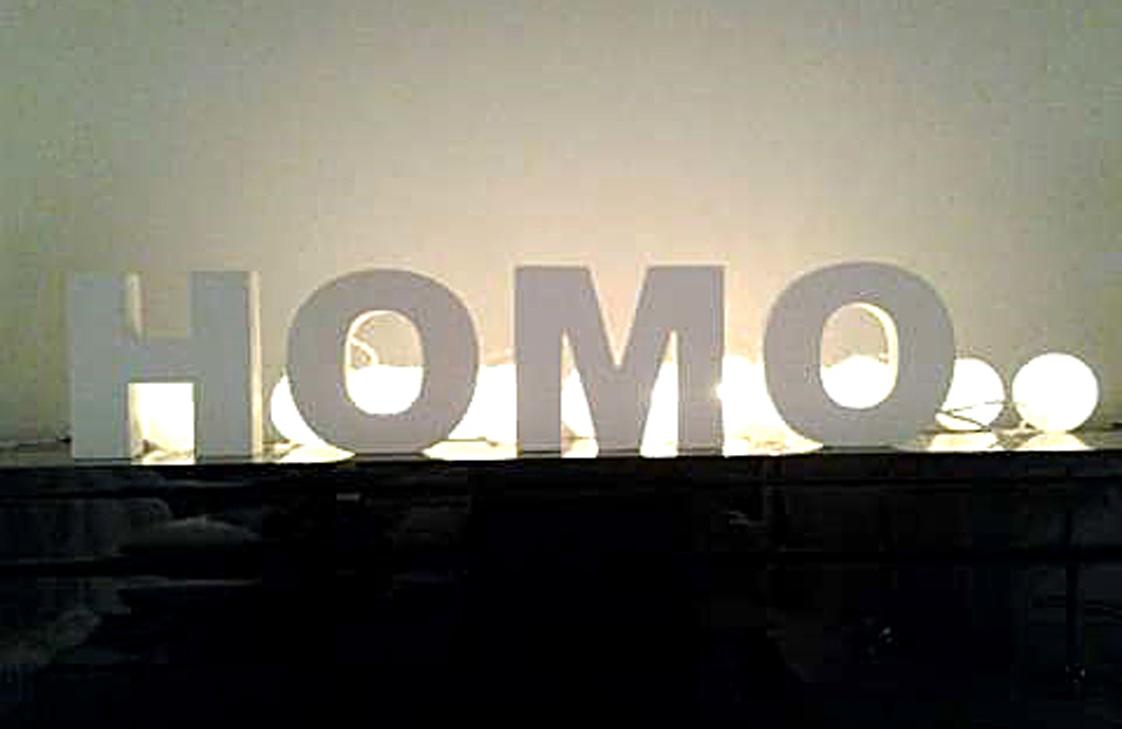 """Det ble noen bokstaver til overs fra de to settene med """"HOME""""-bokstaver. FOTO: Privat"""