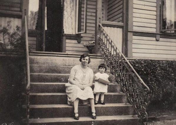 Esther sammen med sin datter Esther. FOTO: Privat