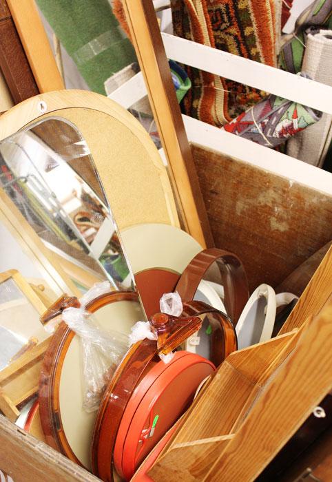 IKKE ROT: Møbelpøbel, alias Christine Renée Kjellby, vedgår at det kan se slik ut ved første øyekast, men mener bestemt dette ikke er rot.