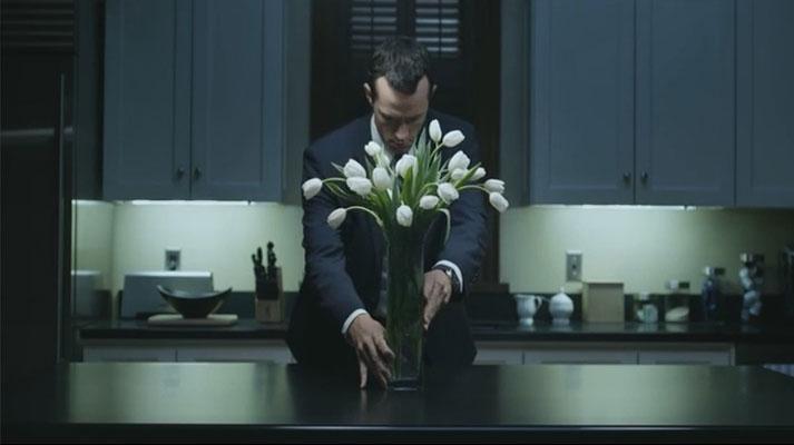 BLOMSTER: Om du ikke klarer å kopiere hele stilen, er det i alle fall ikke vanskelig å få tak i hvite tulipaner om dagen.