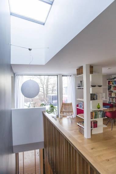 LYST: Vindu i taket over trappen gir større romfølelse og mye lys. FOTO: NTB Scanpix