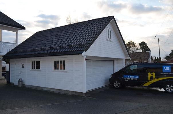 FORSKJELL PÅ FOLK: Hos naboen til Hanøy er det litt mer velstand enn der er i hans egen ende av tomannsboligen. FOTO: Erik Hanøy