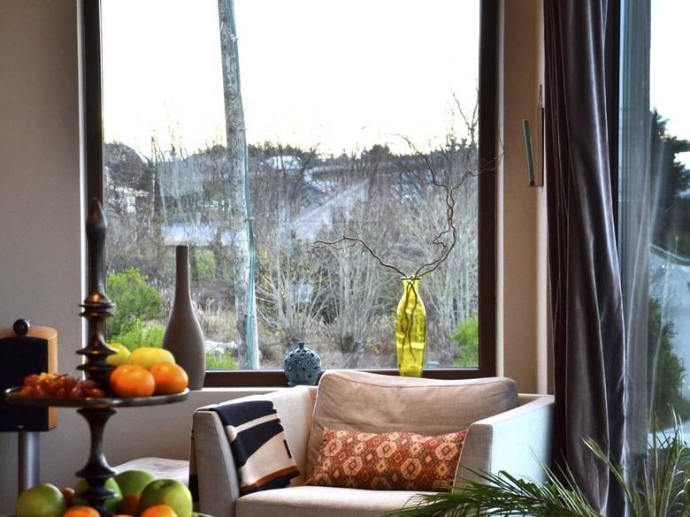 PAUSESTED: Godstol i hjørnet, palmer og frukt på et fat. FOTO: Irene Jacobsen