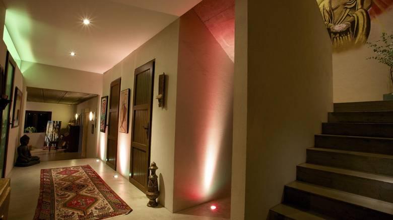 SKIFTER FARGE: Lysene kan skifte farge, akkurat som utebelysningen. FOTO: Irene Jacobsen