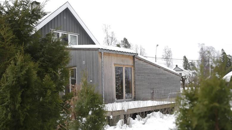GRÅTT: Utvendog er panelet i malmfuru, som skal gråne som huset. FOTO: Vidar Ruud, NTB Scanpix