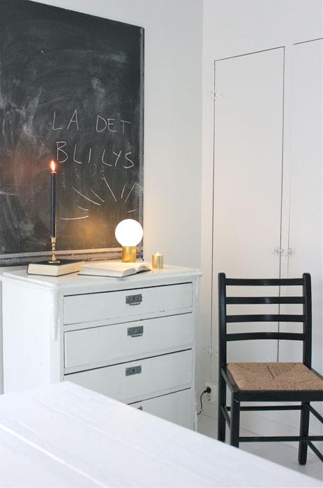 UNIK LAMPE: Ser du hva denne lampen er laget av? FOTO: Stina Andersen / Fru Andersen