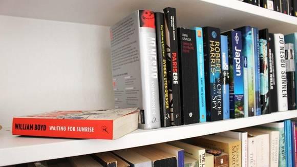 KAST: Bøker du har lest, og ikke kommer til å lese igjen, kan du gi bort. FOTO: Synne Hellum Marschhäuser
