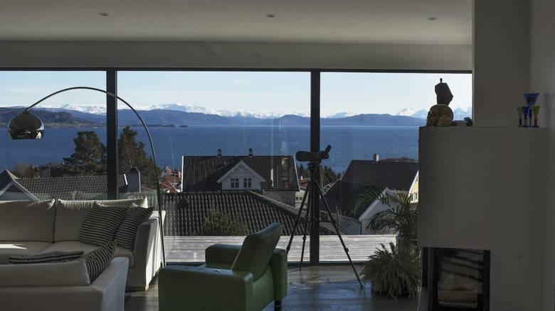 UTSIKT: Familien ønsket at alle rom i huset skulle ha sjøutsikt. FOTO: Elias Dahlen