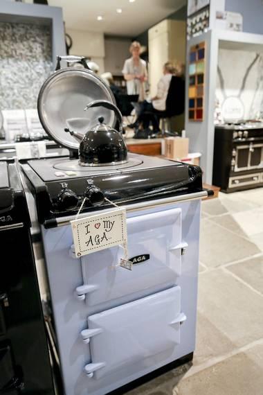 KJÆRLIGHETSFORHOLD: AGA-eiere har et helt spesielt forhold til ovnen sin, enten det er en stor koloss, eller denne minste modellen. FOTO: MONICA STRØMDAHL