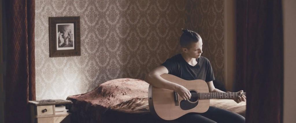 """FOTO: Fra musikkvideoen til låten """"Flowers"""""""