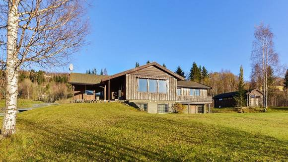 ERSKAPELIG: Huset er påkostet, ifølge megleren. FOTO: INVISO
