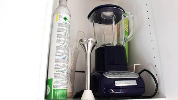 KAST: Kjøkkenmaskiner som ikke brukes tar opp voldsomt mye plass. FOTO: Synne Hellum Marschhäuser