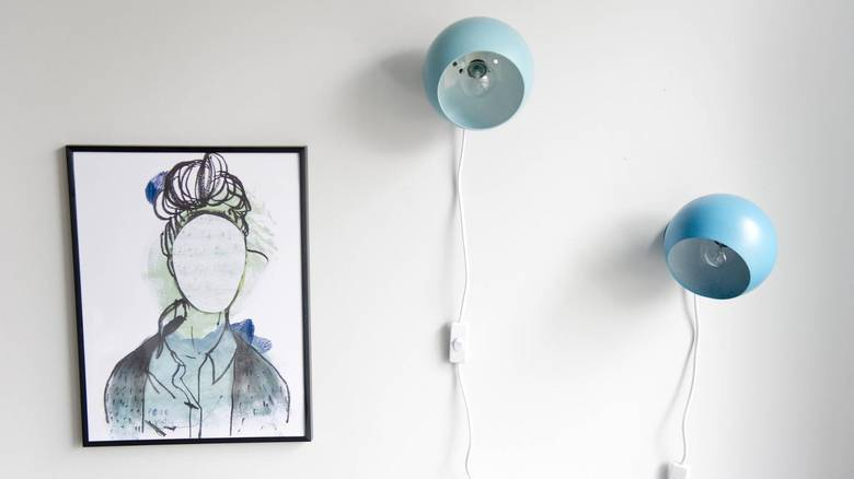 LOPPEKJØP: Kulelampene fra Benny Frandsen ble kjøpt på loppemarked for 10 kroner. Nå er de malt. FOTO: Jon Olav Nesvold, NTB Scanpix