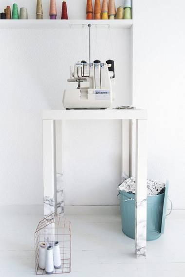 Dette bordet er dobbelt så høyt, fordi det har et ekstra sett bein. FOTO: IKEAHACKERS.NET