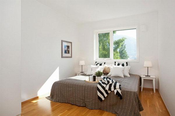 GREI UTSIKT: Det er ikke vondt å våkne med denne utsikten ut soveromsvinduet. FOTO: Thomas K. Johansen, DNB Eiendom
