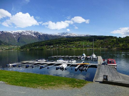 EGEN BÅTPLASS: Alle leilighetene i de nye boligkompleksene har egen båtplass i Harangerfjorden. FOTO: Baste Bolstad, Proaktiv