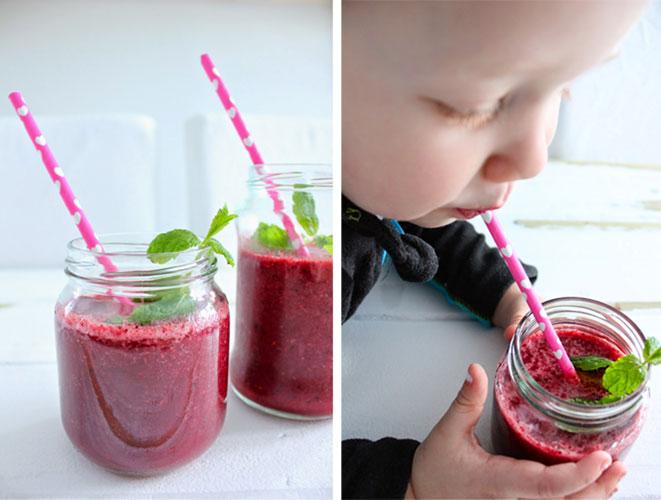 SMOOTHIE: Lag en ekte sommerdrikk, kjør litt frosne bær, en banan og juice i blenderen. Server i rene syltetøyglass med sugerør. Forfriskende og deilig!