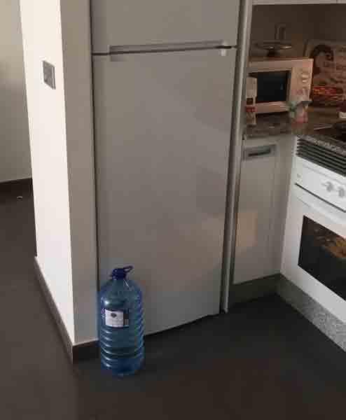 LØSNING: Denne flasken løste et vesentlig problem og er beviset på hvorfor det er bedre å leie enn å eie. FOTO: Erik Hanøy