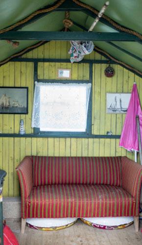 HERCULES: Interiøret i Hercules-badehuset har nødvendige badeting og en god sitteplass. FOTO: Alf Ole Hansen