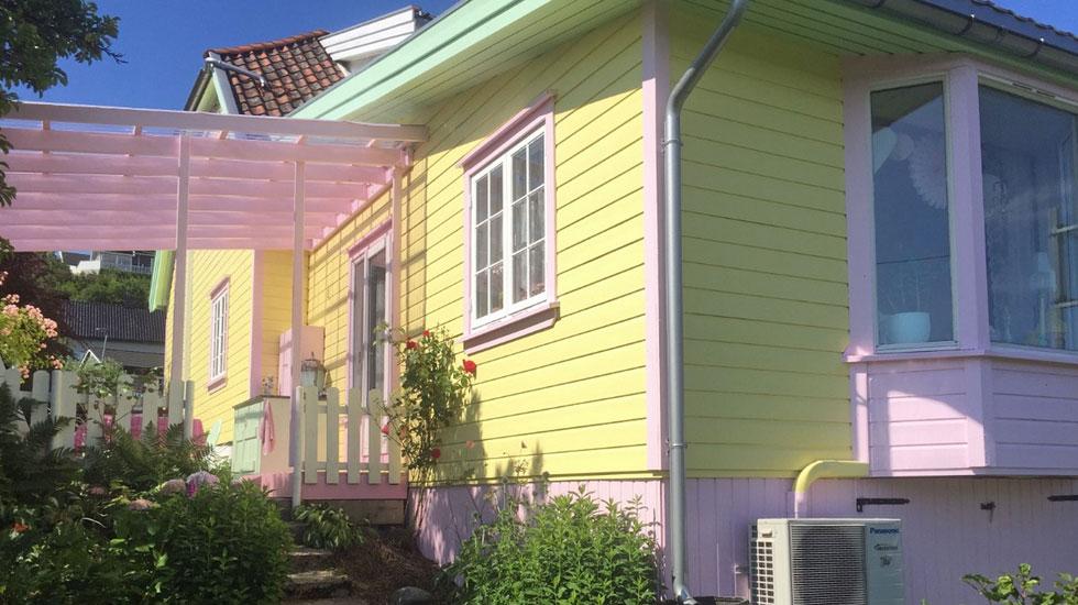 FRISKT: Huset i Horten er en tro kopi i Pippis, med rosa, grønt og gult. Hva synes du? Er det fint? FOTO: Privat