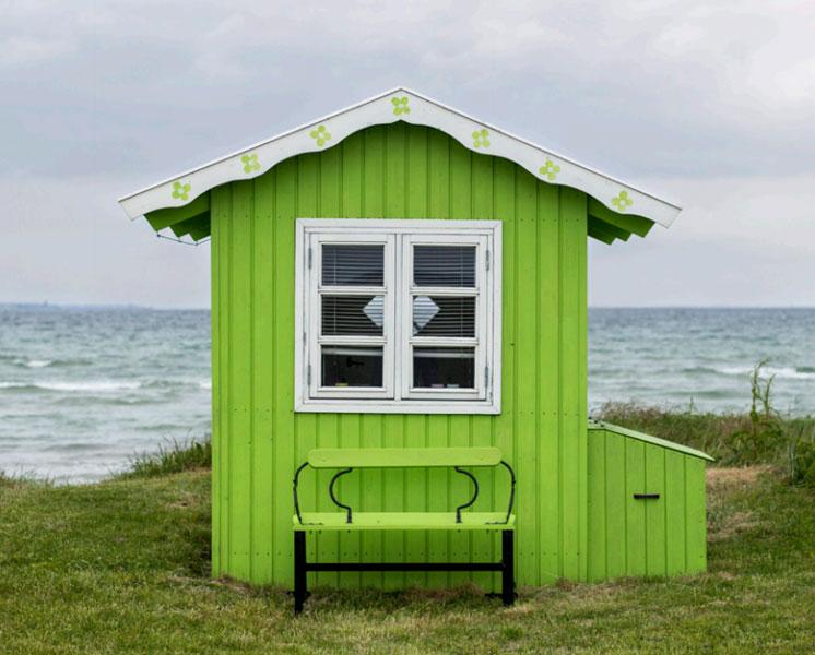 GRØNT: Da de første private badehusene ble oppført for rundt 100 år siden, var det ingen regler om farger. Så de kommer i alt fra knallfarger til de mer duse variantene. FOTO: Alf Ole Hansen
