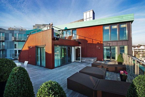TOETASJES TERRASSE: Terrassen strekker seg over to plan. FOTO: Eklund Oslo New York