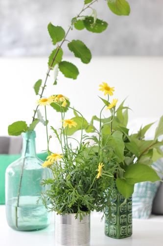 SELVPLUKK: Forleng sommeren med grønne vekster fra hagen. Både gratis og fint! FOTO: Stina Andersen / Fru Andersen