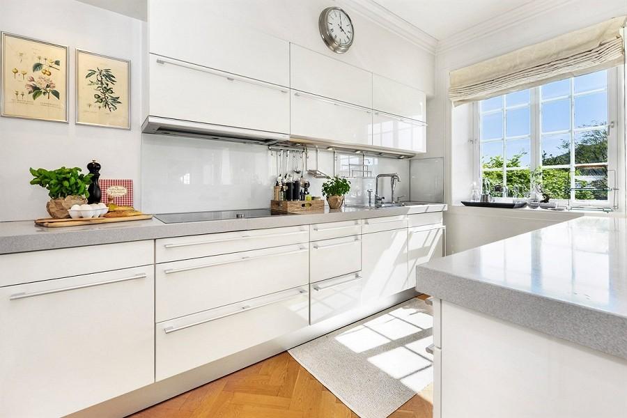 HISTORISK OG MODERNE: Innvendig er huset vesentlig oppgradert. FOTO: Privatmegleren Vikebø & Jørgensen