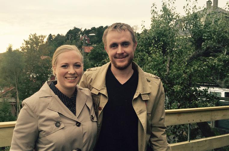 SKAL LEGGE INN BUD: Yngvild Brandser (28) og Aksel Didriksen (31) håper de får huset under onsdagens budrunde. FOTO: Linn Gjerstad