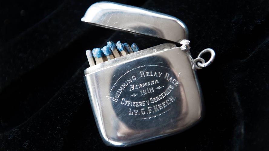 SVØMMEKONKURRANSE PÅ BERMUDA: En fyrstikkeske i sølv var premien da Gilbert Keech vant en militær svømmekonkurranse på Bermuda i 1918. FOTO: Rune Sævig
