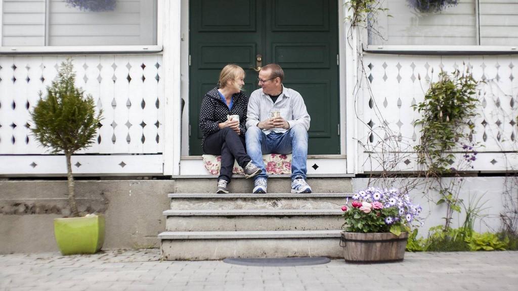 LYKKELIG PÅ LANDET: Linda Fossen og Øyvind Horvei har drevet gården siden 2009. FOTO: INGVILD FESTERVOLL MELIEN