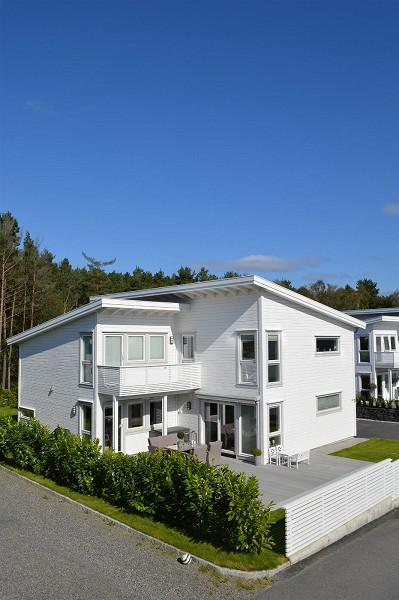 HJELLESTAD: I Fana er ikke eneboliger mangelvare, heller ikke av nyere standard. Men i Åsane finnes det kun én enebolig som er bygget senere enn 2009 til salgs. FOTO: DNB Eiendom