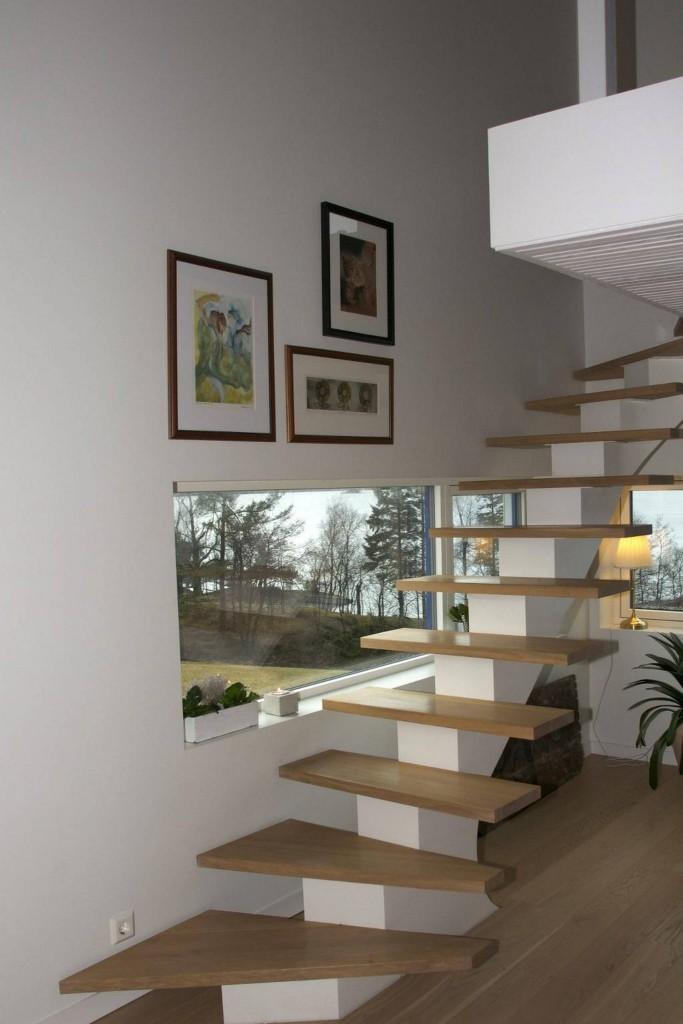 KJØPT PÅ NETT: Tripp trapp – rett fra Litauen. Ole og Bente er ikke redde for å handle store ting til huset på nettet. FOTO: Irene Jacobsen