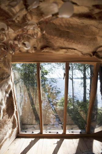 NÆR SJØEN: Dragspelhuset ligger 20 meter fra innsjøen Övre Gla. FOTO: Karen Gjermundrød